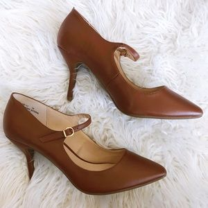 NWT BAMBOO Brown Mary Jane Pumps